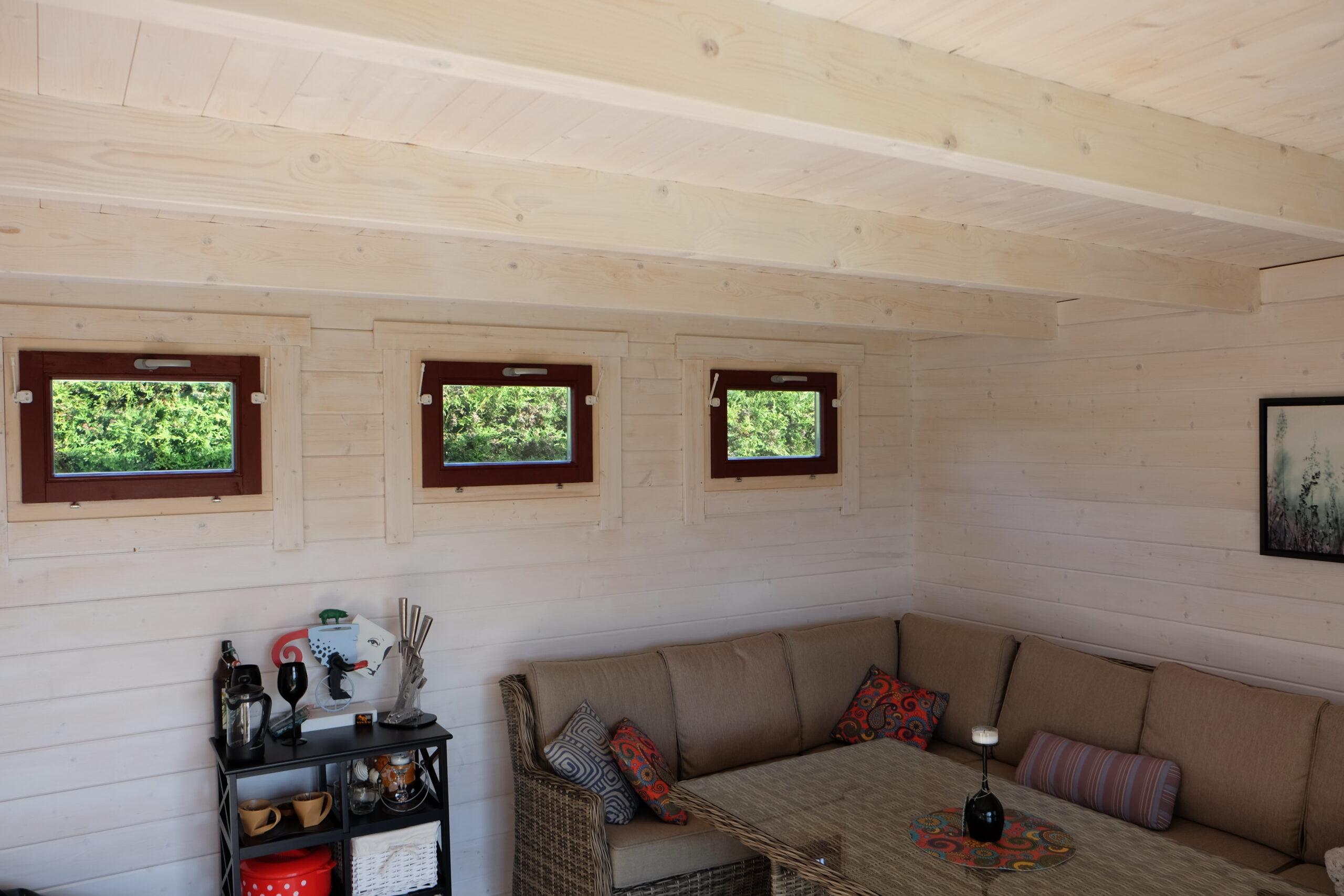 modernes gartenhaus mit terrasse hansa lounge xl 15m 44mm 5x6 casetas de jardin 24. Black Bedroom Furniture Sets. Home Design Ideas