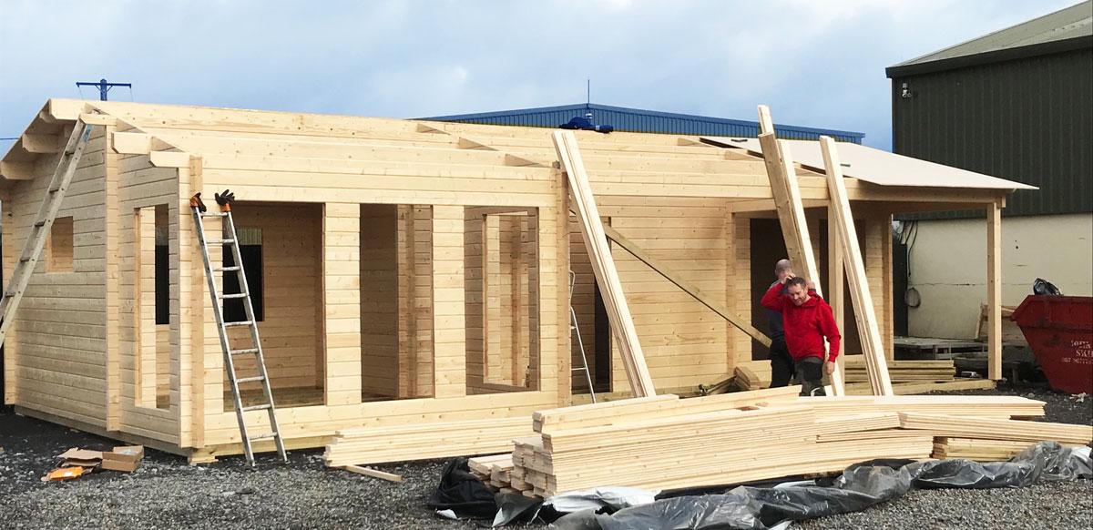 """Construyendo """"Hansa Holiday C"""", una caseta de madera con dos habitaciones"""