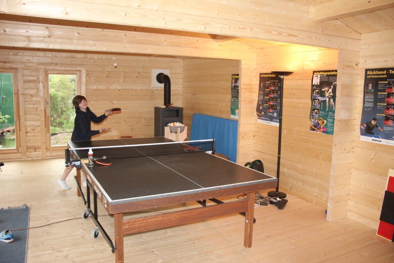 Caseta de jardín grande como sala de ping-pong